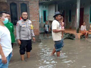 Air Sungai Meluap, 25 Rumah Warga Terendam Di Praya Timur