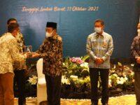 Raih 9 Kali WTP Tanpa Sela, Bupati Lombok Tengah Terima Piagam Penghargaan dari BPK RI
